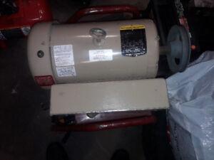 Moteur électrique baldor 5hp farm duty neuf !