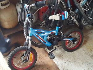 Vélo bleu garcon 14 pouces