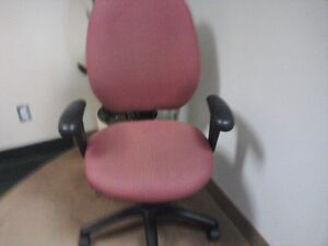 Steelcase fully ergonomic Pink office chair (Malaga 3140-3) West Island Greater Montréal image 2