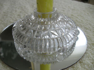 ATTRACTIVE OLD VINTAGE ROUND DETAILED CLEAR GLASS CANDLE HOLDER