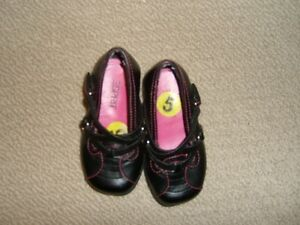 Espirt Black Toddler Dress Shoes with Criss Cross Straps  Size 5