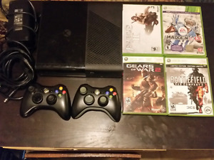 Xbox 360, 2 Contollers, 8 games