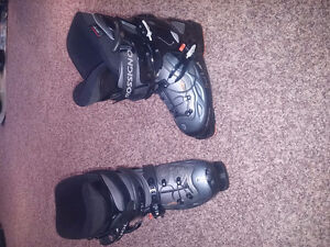 Women's Rossi ski boots size 26.5