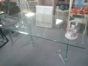 Glass Table 6' Great Condition at The Meetinghouse! Windsor Region Ontario image 1