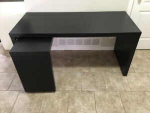 Desk w/ pull out panel