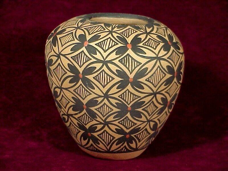 JEMEZ PUEBLO Pottery VASE