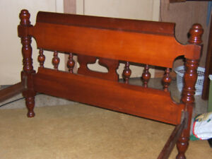 Spindle Single bed frame. Solid wood. Quality from the 60's