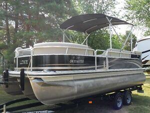 Lowe SS210XL pontoon