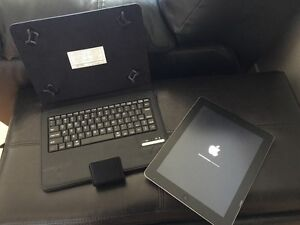 IPad 2 with wireless keyboard and leather case