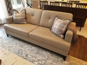 Palliser Couch Leah Collection Like-New (no pets/non smoker)