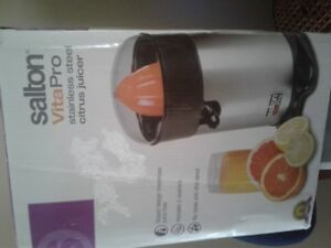Brand new Salton citrus juicer
