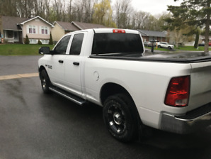 2015 Dodge Ram SLE1500 4x4 5.7 Hem 6 Seats Tunnel Cover and Rims