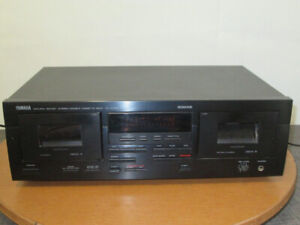 Double cassette deck Yamaha with remote in good condition