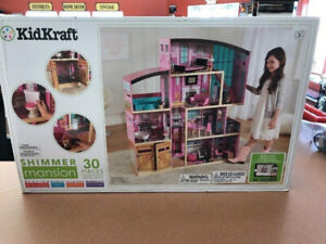 Amazing dollhouse with real lights, an elevator, etc!!