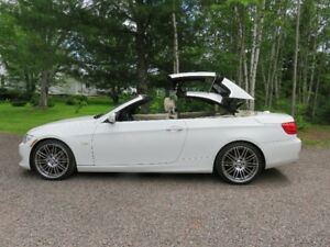 2011 BMW 3-Series 328i Coupe Convertible! Never winter driven!!