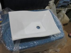 Lavabo de salle de bain et robinetterie