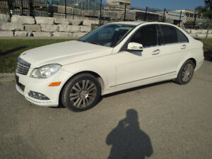 2012 Mercedes-Benz C250 AWD...2.5L...LOW KM....MINT...NAVIGATION
