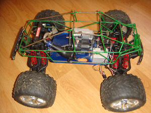 RC TRAXXAS NITRO TMAXX ROLLING CHASSIS WITH ROLLCAGE