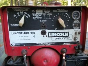 LINCOLN ELECTRIC LINCWELDER 225 - WELDER GENERATOR ON TRAILER