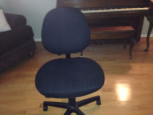 Office chair black-good condition Gatineau Ottawa / Gatineau Area image 1