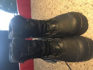 Brand new men's salamon boots