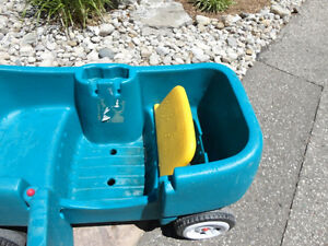 Step 2 Green Wagon with Door and seats..... works great Kitchener / Waterloo Kitchener Area image 3