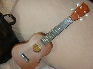 mint hawaiin ukelele with case.