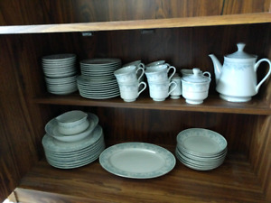 Fine China set 8 piece complete