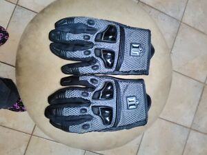 ICON RIDING GLOVES SIZE L Windsor Region Ontario image 1