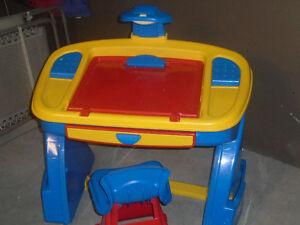 Art & play desk & chair