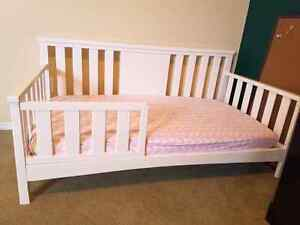 White toddler bed great condition