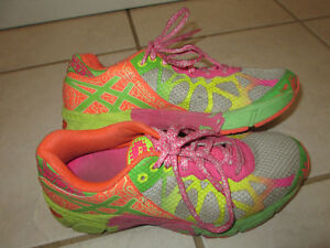 Girls Asics Gel Noosa Shoes, size 4.5, very good condition