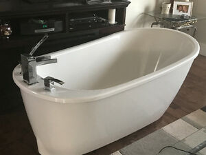 BRAND NEW  SOAKER TUB AND SINKS COMPLETE WITH FAUCETS,