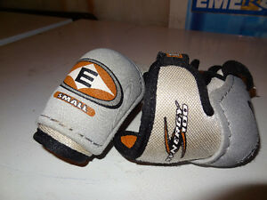 Easton Synergy 100 Elbow Pads Small