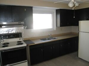 ***** BEAUTIFUL 3 BEDROOM HOME (MINUTES TO GO AND TTC) *****