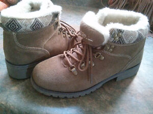 Women's cute casual brown winter boots London Ontario image 1