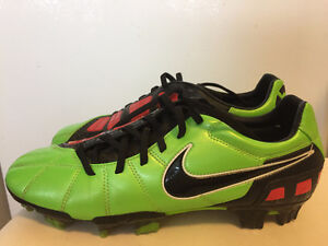 Nike Total90 Strike 3 FG- size 8.5