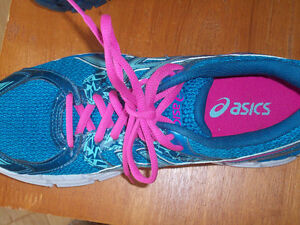 Ladies/ womens ASICS running shoes- size 8 London Ontario image 2