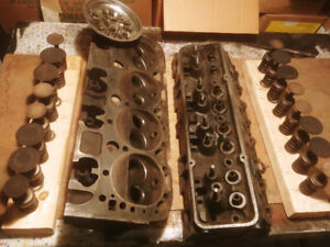 Set SBC heads, 1971 882 heavy castings apart for cleaning-portin
