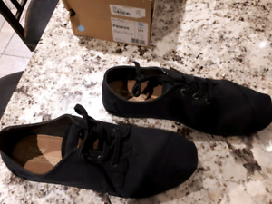 Brand new mens Tom's shoes and boots size 11.5