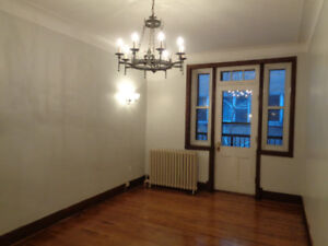 Large, Bright 5.5 Available near Downtown!