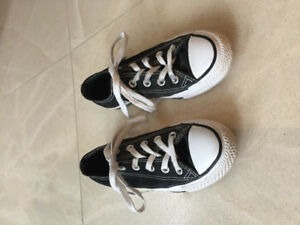 Converse Sneakers    Girls/Ladies