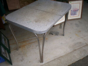 Retro Dining table  (50's 0r 60's not sure)