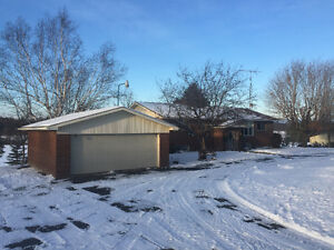 1600 SQ.FT. 2+2BR BRICK BUNGALOW W/DOUBLE GARAGE&60'X32' SHED