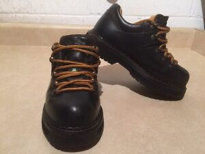 Women's Dakota Steel Toe Work Shoes Size 6 London Ontario image 3