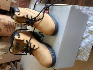 Womens work boots..size 7.5...excellent condition.