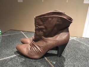 Women's boots size 10