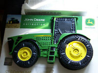 JOHN DEERE COLLECTION CRIBBAGE BOARD WITH BOX