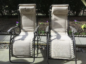 2 patio lounge chairs