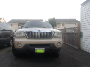 2005 Lincoln Aviator * new tires* All Power options* clean*